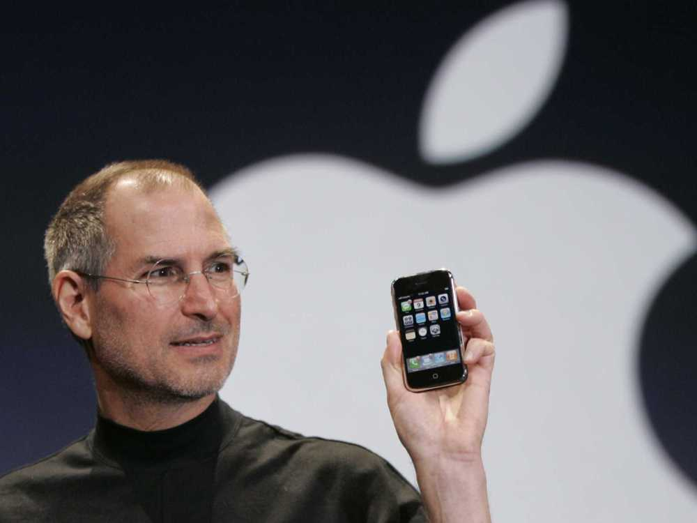 Steve Jobs présente le premier Iphone lors de l'Apple Keynote en 2007